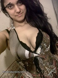 Pakistani Hot College Girl Showing her Nude Boobs & her Pussy Photos